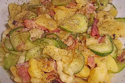 Kartoffelsalat mit Dörrfleisch und Gurke 10