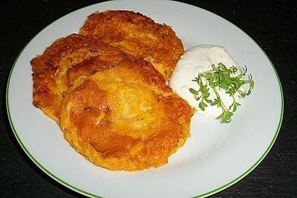Süßkartoffelpuffer aus gekochten Bataten