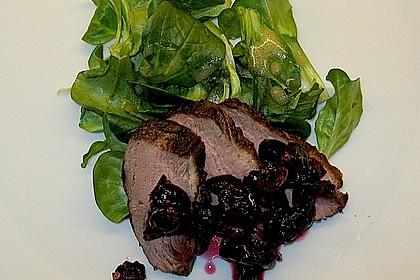Warm geräucherte Entenbrust auf Feldsalat mit Apfeldressing 5