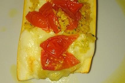 Mit Couscous gefüllte und überbackene Zucchini 28
