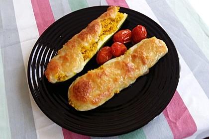 Mit Couscous gefüllte und überbackene Zucchini 15