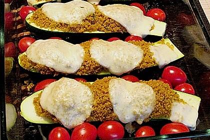 Mit Couscous gefüllte und überbackene Zucchini 1