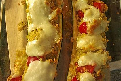 Mit Couscous gefüllte und überbackene Zucchini 11