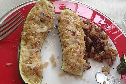 Mit Couscous gefüllte und überbackene Zucchini 25