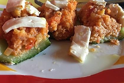 Mit Couscous gefüllte und überbackene Zucchini 27