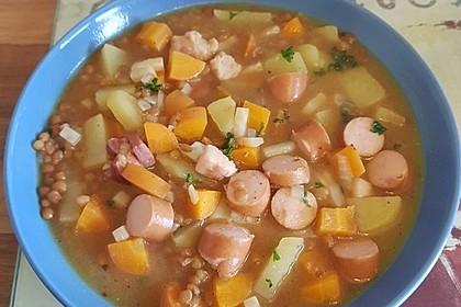 Herzhafter Linseneintopf mit Gemüse und Würstchen 30