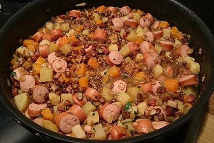 Herzhafter Linseneintopf mit Gemüse und Würstchen 16