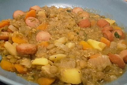 Herzhafter Linseneintopf mit Gemüse und Würstchen 32