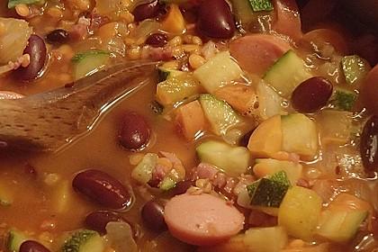 Herzhafter Linseneintopf mit Gemüse und Würstchen 20
