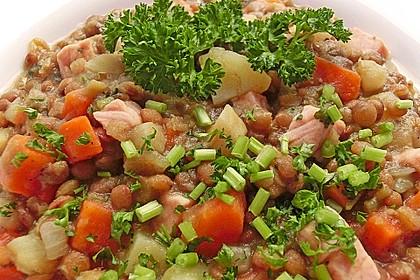 Herzhafter Linseneintopf mit Gemüse und Würstchen 12
