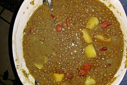 Herzhafter Linseneintopf mit Gemüse und Würstchen 44