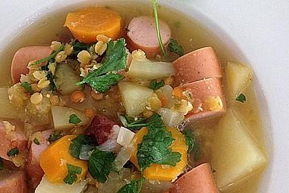 Herzhafter Linseneintopf mit Gemüse und Würstchen 19