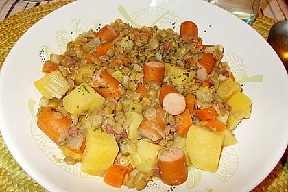 Herzhafter Linseneintopf mit Gemüse und Würstchen 33