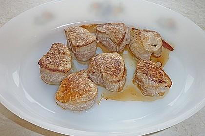 Schweinefilet auf Süßkartoffelpüree mit Lebkuchenjus und Rosenkohl 77