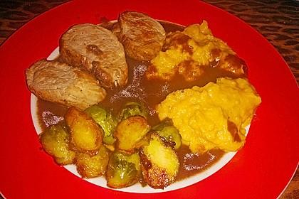 Schweinefilet auf Süßkartoffelpüree mit Lebkuchenjus und Rosenkohl 82