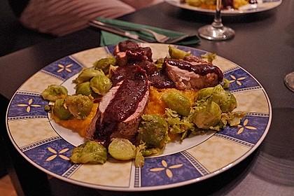 Schweinefilet auf Süßkartoffelpüree mit Lebkuchenjus und Rosenkohl 73
