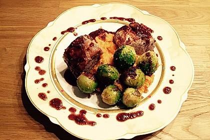 Schweinefilet auf Süßkartoffelpüree mit Lebkuchenjus und Rosenkohl 32