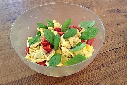 Tortellinisalat mit Tomaten und Mozzarella 1