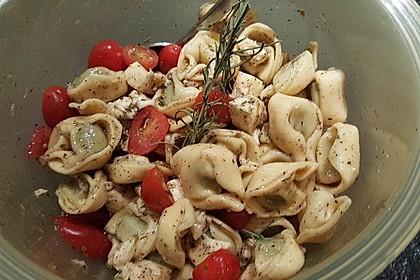 Tortellinisalat mit Tomaten und Mozzarella 2