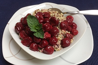 Quinoa mit Sauerkirschen (Bild)