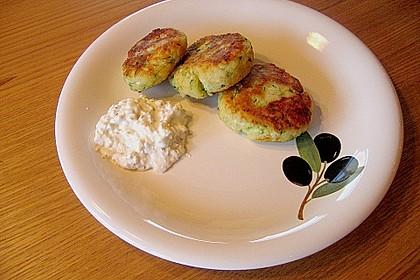 Zucchini - Kartoffel - Küchlein mit Hüttenkäse - Dip