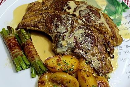 Flambierte Lammkoteletts mit Gorgonzolasauce