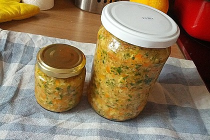 Eingesalzenes Gemüse für Gemüsebrühe 37