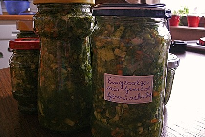 Eingesalzenes Gemüse für Gemüsebrühe 36