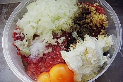 Faschierte Mini - Laibchen in Sesamhülle mit feuriger Tomatensoße und Reis 3