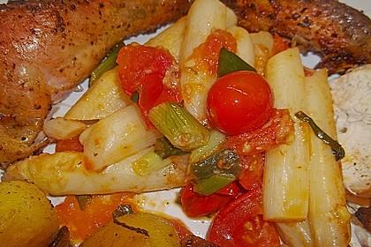 Gebratener Spargel mit Tomaten und Oliven 4