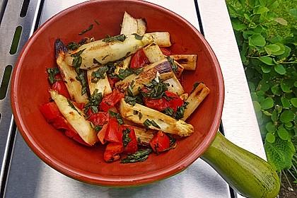 Gebratener Spargel mit Tomaten und Oliven 2