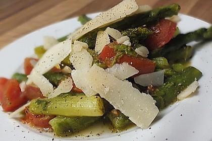 Gebratener Spargel mit Tomaten und Oliven 1