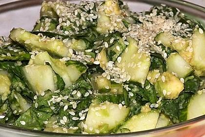 Spinat - Avocado - Gurken - Salat mit Wasabi - Dressing 5