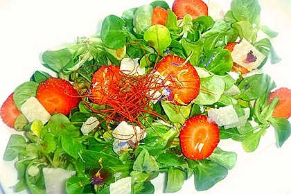 Feldsalat mit marinierten Erdbeeren 12