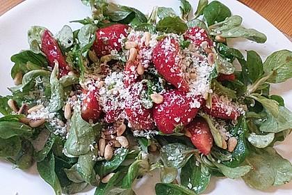 Feldsalat mit marinierten Erdbeeren 11