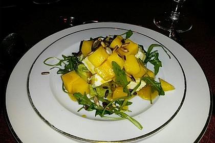 Avocado-Mozzarella-Salat mit Mango 58