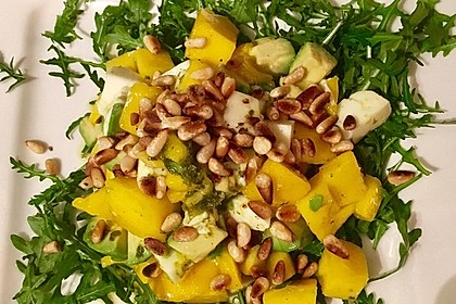 Avocado-Mozzarella-Salat mit Mango 68