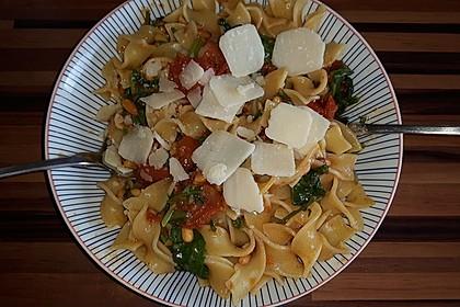 Pasta mit Tomaten und Rucola 9
