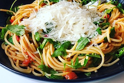 Pasta mit Tomaten und Rucola 1