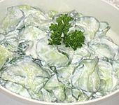 Gurkensalat mit Kräuter - Creme frâiche (Bild)