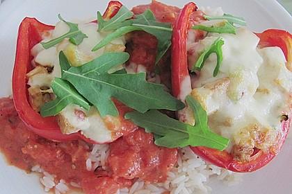 Überbackene Paprikahälften mit Mozzarella (Bild)