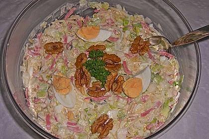 Lauchsalat mit Ananas und Ei