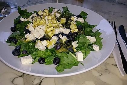 Spinatsalat mit Schafskäse und Heidelbeeren 1