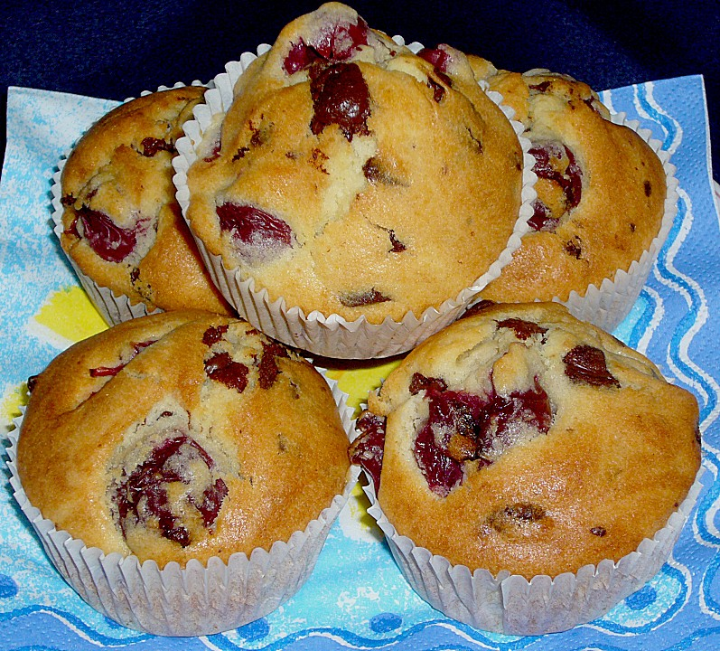 Kirsch Muffins Mit Schoko Stuckchen Von Kleinemama3 Chefkoch De