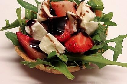 Rucola-Erdbeersalat mit Mozzarella