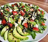 Rucola-Erdbeersalat mit Mozzarella (Bild)