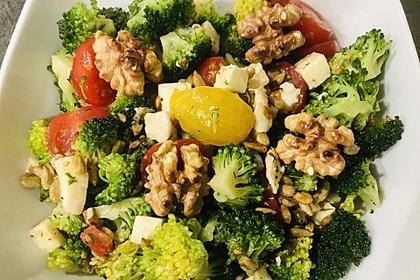 Knackiger bunter Brokkolisalat (Bild)