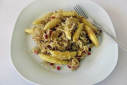 Schupfnudeln mit Sauerkraut und Speckwürfeln 13
