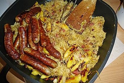 Schupfnudeln mit Sauerkraut und Speckwürfeln 8