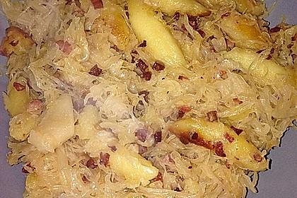 Schupfnudeln mit Sauerkraut und Speckwürfeln 27